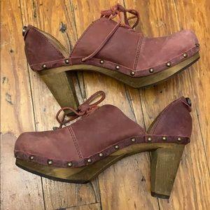 Burgundy wood leather chunky heeled clogs